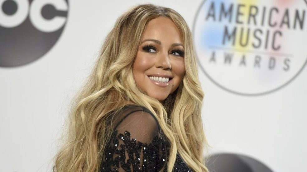 Mariah Carey Christmas Album.Mariah Carey Will Release 25th Anniversary Edition Of Merry