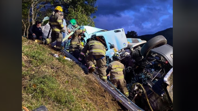 Police: Tractor trailer hauling pumpkins crashes, driver